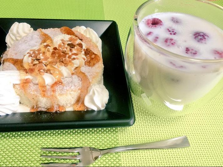 セブンのふんわりパンケーキとホットラズベリーミルク