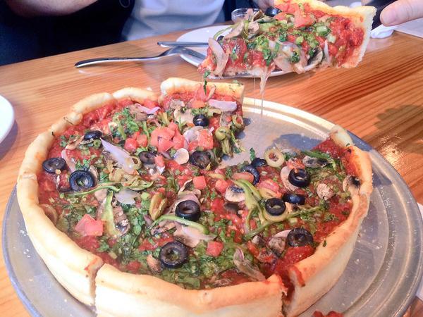 神田デビルクラフトでシカゴピザ食べてきた