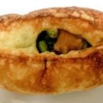 ラ ブランジュリ キィニョンのえだ豆次郎と半熟玉子カレーパン