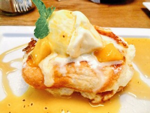ラテグラフィック 季節のパンケーキ(マンゴー&パッションフルーツ)