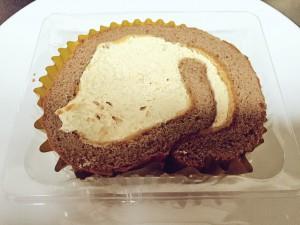 セブン 生キャラメルロールケーキ